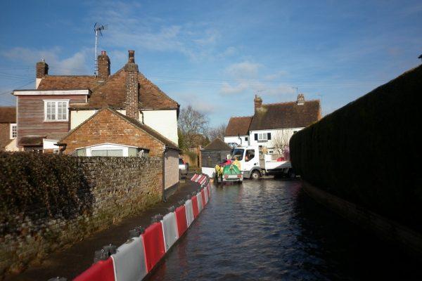 Bereitstellung-von-der-0-5m-hohe-Hochwasserschutzbarriere