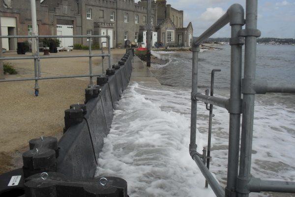 Gezeitenschutz-mit-Floodstop-Barrieren