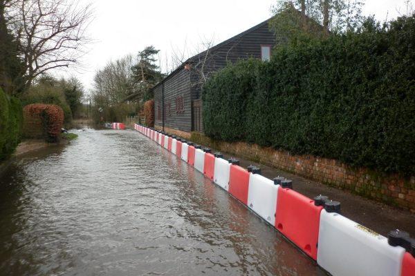 Vorübergehende-Hochwasserschutzanlagen-an-Ort-und-Stelle