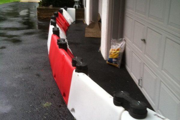 Floodstop-Barriere-bietet-die-Garagenschutz